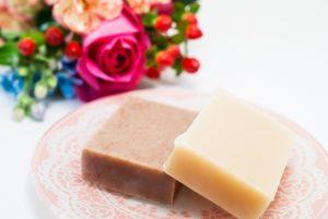 洗顔石鹸とお花のイメージ画像
