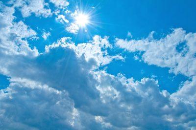 雲と日差しの写真