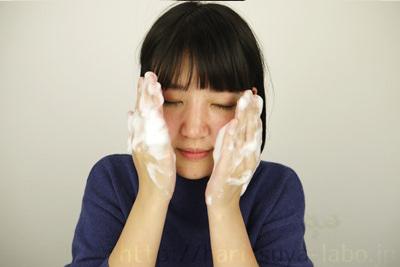 洗顔をしてスキンケア