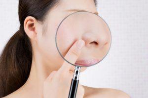虫眼鏡で拡大した小鼻