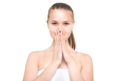 ロシア女性手を鼻に画像