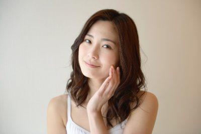 微笑む女性の顔