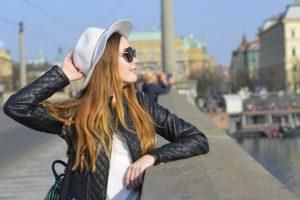 旅行で観光中の外国人女性