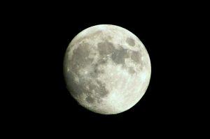 大人ニキビのクレーター跡を表す月