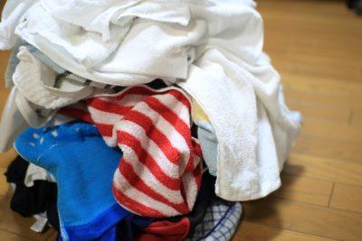 洗濯物が摘み上がっている画像
