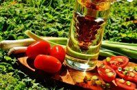 トマトと油の画像