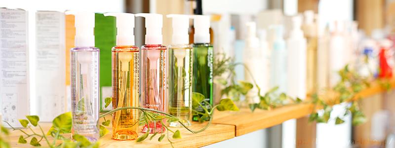 棚に並ぶ化粧水