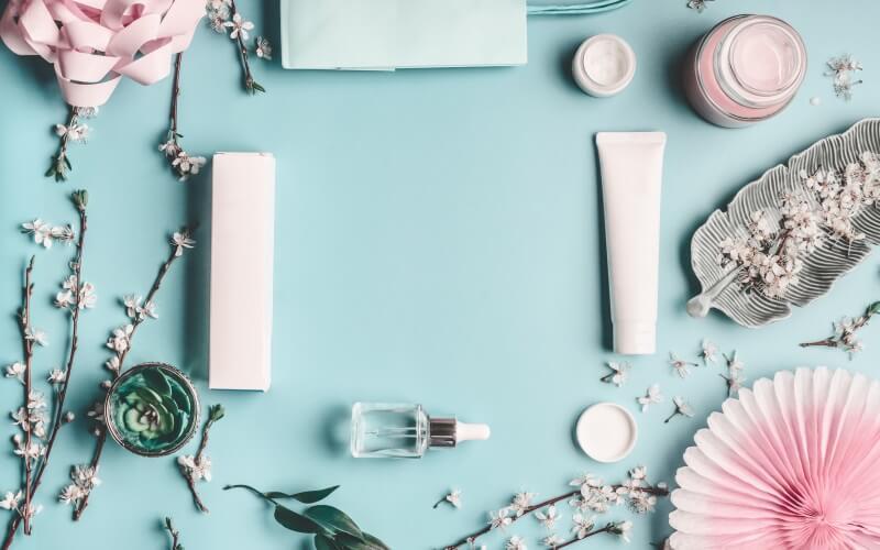 化粧品と花