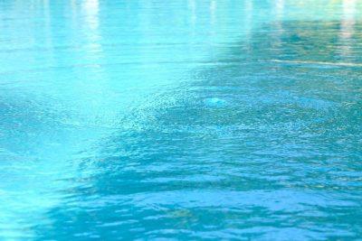 プールの水面の画像