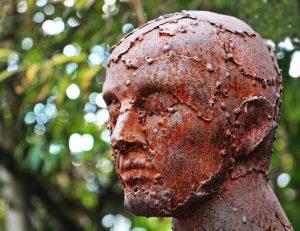 錆びている 銅像