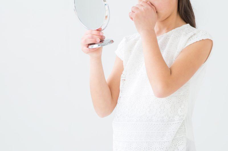 woman-mirror-nose