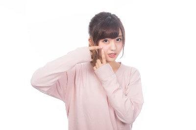 肌の吹き出物が気になる女性