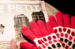 手袋と新聞