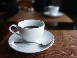 カフェでのコーヒーの画像